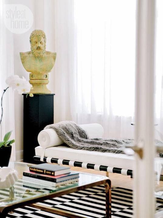 dramatic-modern-livingroom